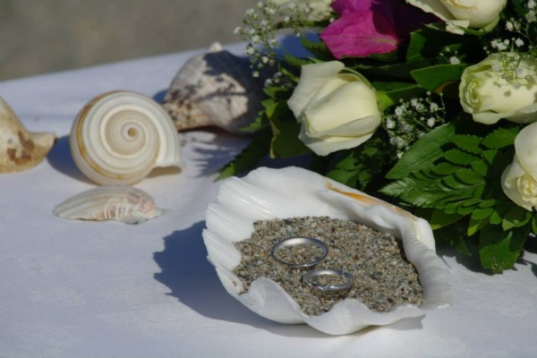 weddingrings in a shell filled with sand